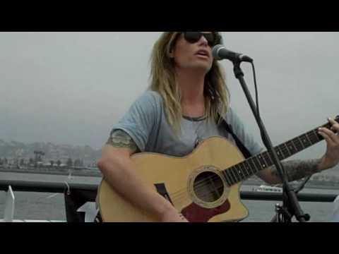 Gin Wigmore, sings Hey Ho on Hornblower Cruises for KPRI.