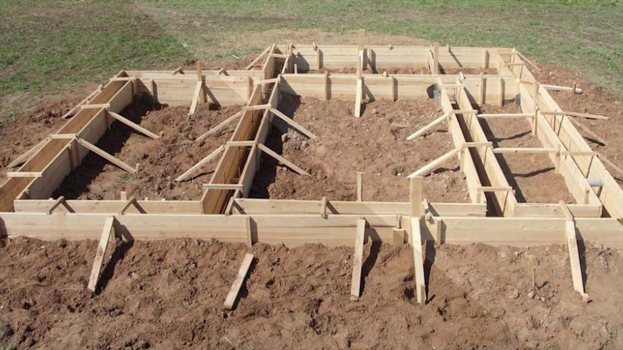 как поставить опалубку под фундамент