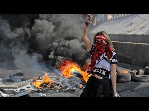 لبنان: إغلاق طرق رئيسية في جميع أنحاء البلاد احتجاجا على تردي الأوضاع الاقتصادية والجمود السياسي