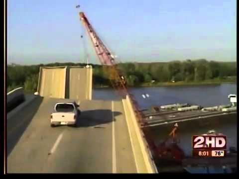 Webbers Falls 10 years ago bridge collapse