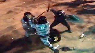 Ουκρανία: Σκηνές ακραίας αστυνομικής βίας αποτύπωσε ερασιτεχνικό βίντεο thumbnail
