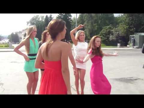 Популярные ролики танцуют длинноногие девушки свадьба
