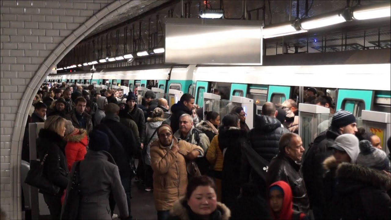 Paris metro ligne 13 place de clichy youtube for Place de clichy castorama