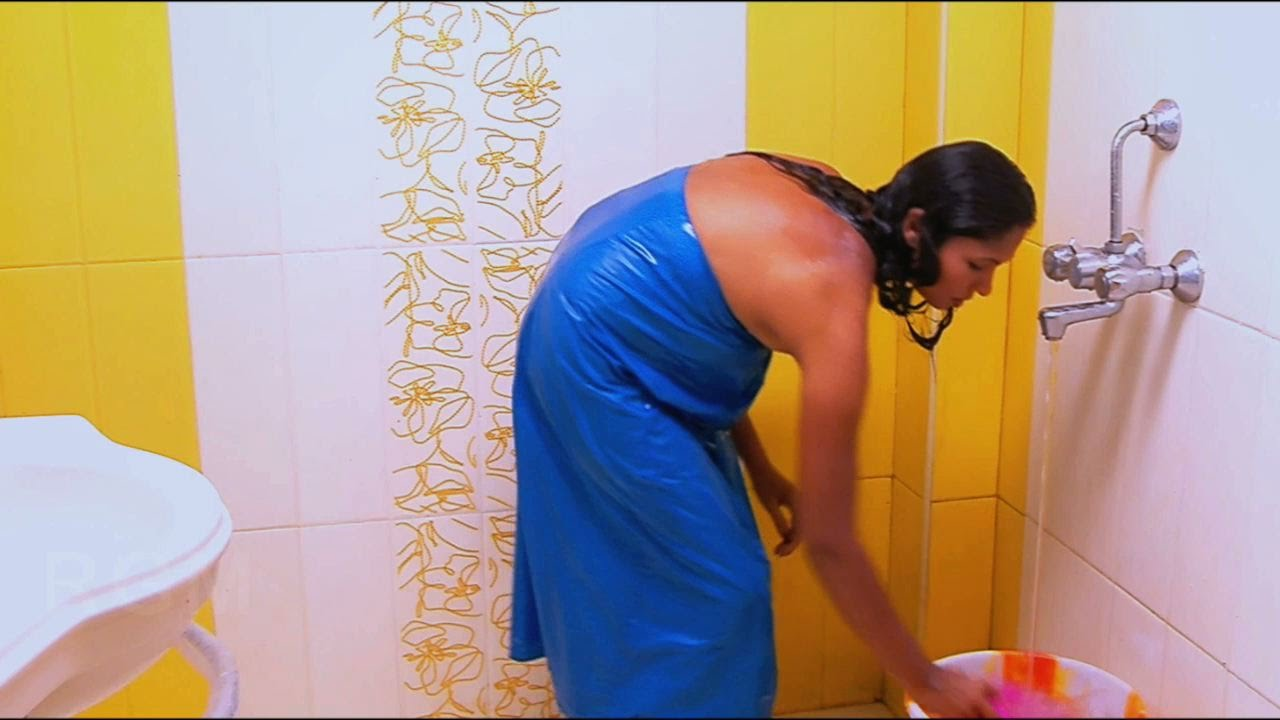 Tamil Aunty Hidden Camera Bathing Scene - Romantic Tamil Movie Scene