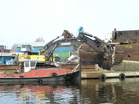 Ship demolition with Labounty scrap shear