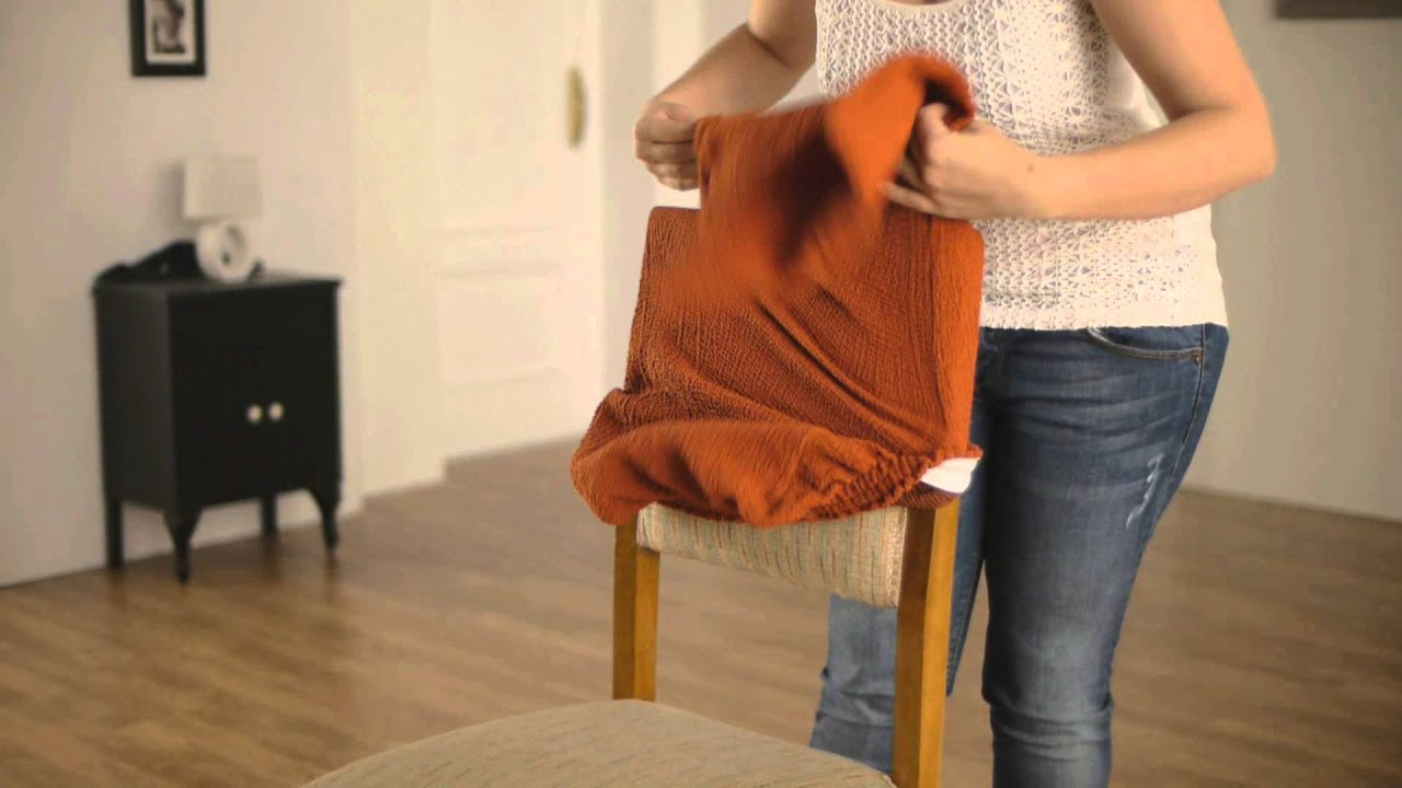 Funda el stica para silla con respaldo youtube for Telas para tapizar sillas comedor