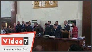 """هياج بين متهمى """"أحداث رابعة"""" داخل قفص محكمة طرة والهيئة ترفع الجلسة"""