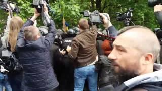 Днепропетровск массовая драка у памятника на День Победы