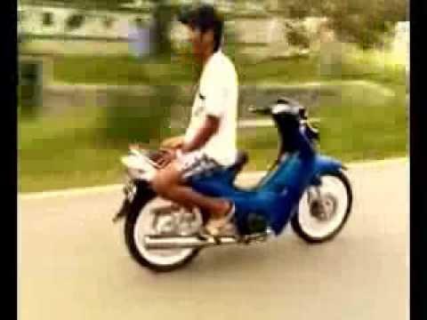 orang gila naik MOTOR