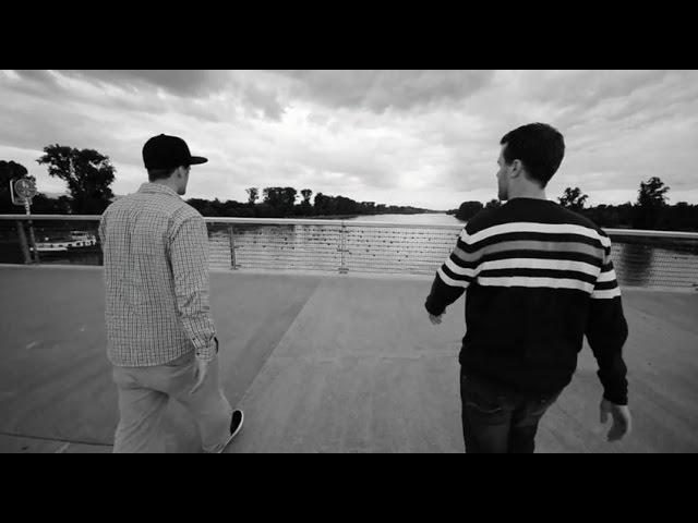 ZWEIERPASCH - Grenzgänger/Frontalier (official Video)