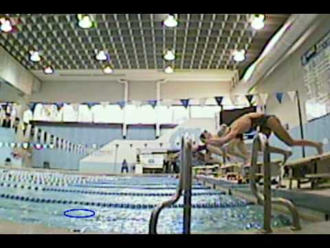 Diving swimming pool slow motion doovi for Swimming pool diving board tricks