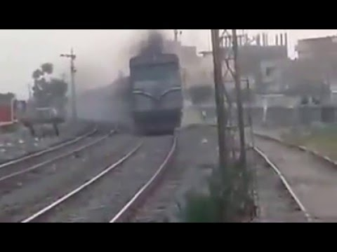 Egyptian locomotive HenschelAA22 Take bear curve At high speed (سكك حديد مصر _Egyptian Railways)