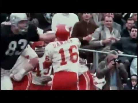 RIVALRY - Oakland Raiders v Kansas City Chiefs