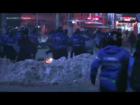 Thousands clash in violent protests against corruption decriminalization in Romania