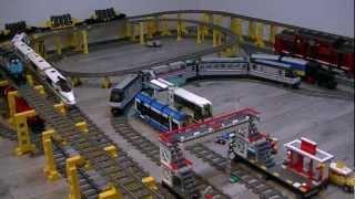 4 lego treinen rijden tegelijk