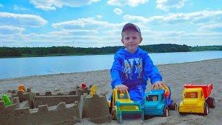 Строительные Машинки на пляже и песочный Замок - Building cars on the beach and the sand castle(Строительные машинки на пляже в этом весёлом видео для детей, обязательно порадуют наших маленьких зрителе..., 2016-06-05T10:20:21.000Z)