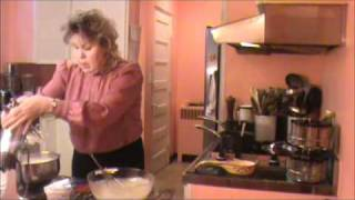 White Chocolate Mousse With Raspberry Sauce1.wmv