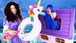 Смешные видео онлайн - Вредная Принцесса Диснея устроила Потоп! – Игры одевалки для девочек. Косплей
