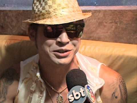 Guga entrevista Igor Canário e a Bonkka no carnaval de Salvador.