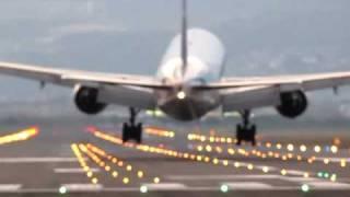 伊丹空港 千里川土手 横風着陸 ANA B777 1 thumbnail
