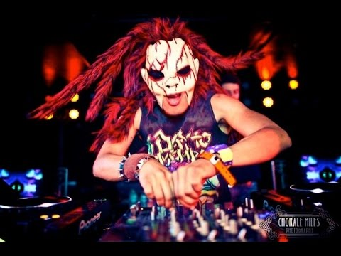 Dj bl3nd was born in texas on november 3 and he is now 20 years.