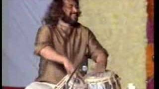 Pt. Vijay Ghate accompanying Pt. Shivkumar Sharma (Part 1/2)