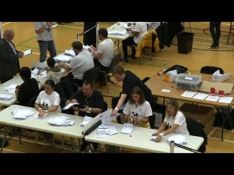 UK election: vote counting starts in London