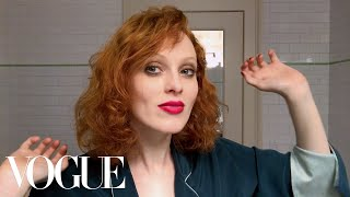 Karen Elson Does Manhattan Party Makeup | Beauty Secrets | Vogue