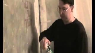 Видеоурок. Учимся работать с монтажной пеной(http://rykinekruki.ru/remont-v-komnate/videourok-uchimsya-rabotat-s-montazhnoy-penoy/Здесь Вы можете посмотреть как запенить дыру в углу комнаты..., 2012-04-15T19:25:28.000Z)