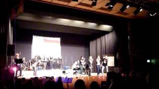 """We singing """"Seven Nation Army"""" live"""