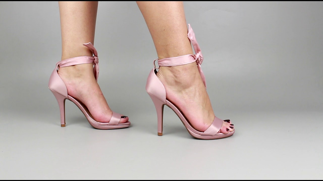 ff8e850ed7 Sandalia cetim rosa lacinho - YouTube