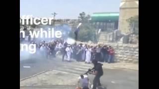 بالفيديو: جندي إسرائيلي يركل مقدسياً وهو يصلي أمام المسجد الأقصى