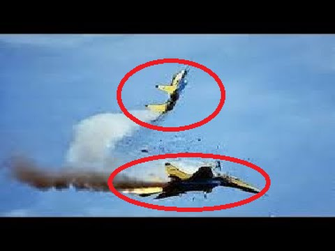 Amateur video Two aerobatic planes crash at Lima Malaysia 15/3/2015