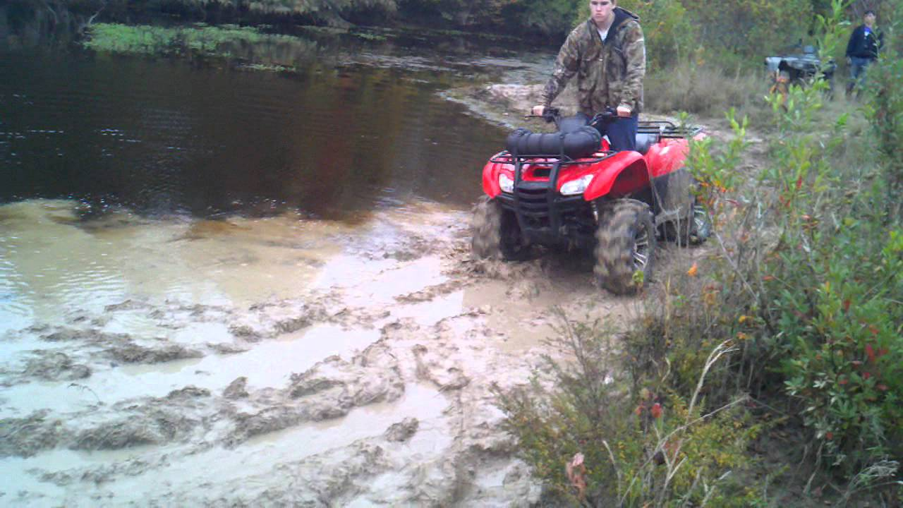 Honda Rancher 420 4x4 muddin - YouTube