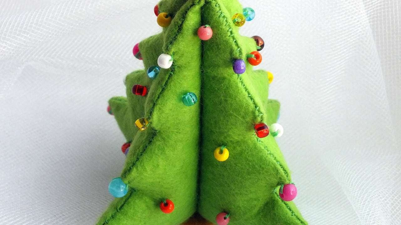How To Make A DIY Felt Christmas Tree
