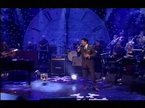 "Dave Swift on Bass with Jools Holland backing Huey Morgan ""Fly Me To The Moon"""