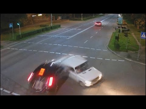 VIKNATV: У ДТП біля калуського ліцею №2 постраждало двоє людей