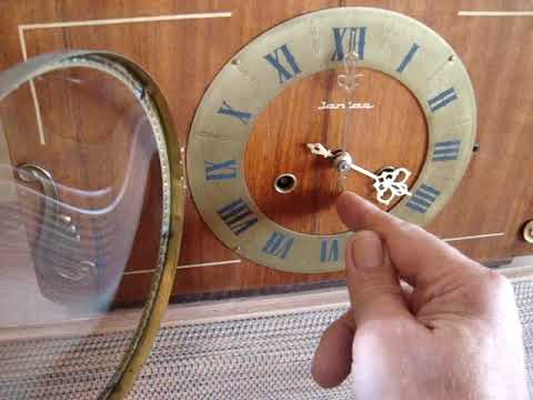 Часы настольные,каминные Янтарь с боем 1980