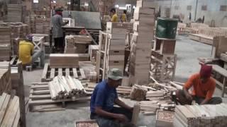 Warga Binaan Membuat Mebel Ekspor
