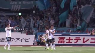 小林 悠(川崎F)が右後方からの浮き球をヘディングで流し込み、シーズ...