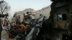 """Flugzeugabsturz in Pakistan: """"Eine Leiche fiel auf mein Auto""""   AFP"""