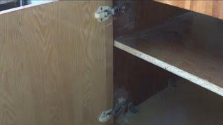 Ремонт шкафа при помощи самодельной шпаклёвки.(, 2014-05-04T12:20:51.000Z)