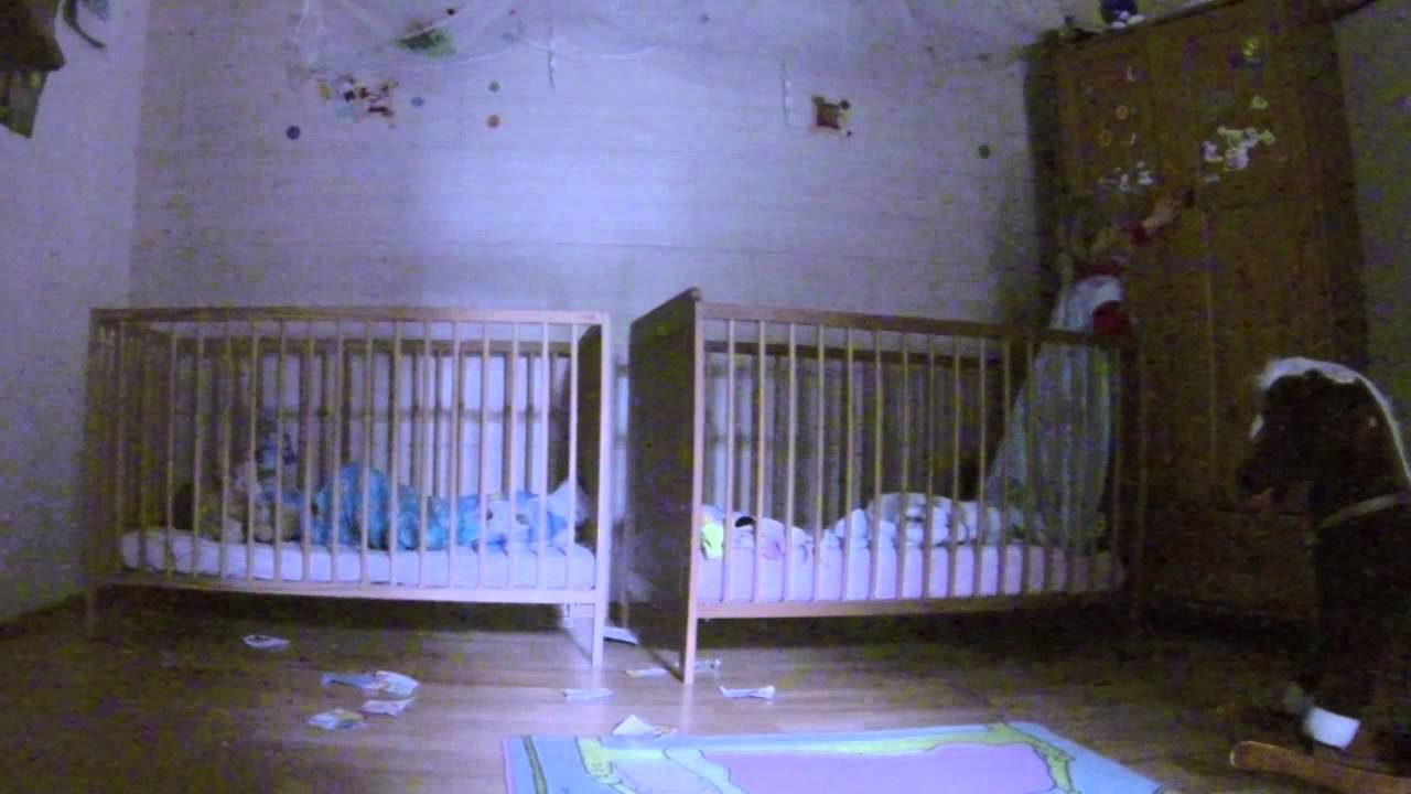 Lustige zwillinge gespräche und aktionen im babybett    best of ...