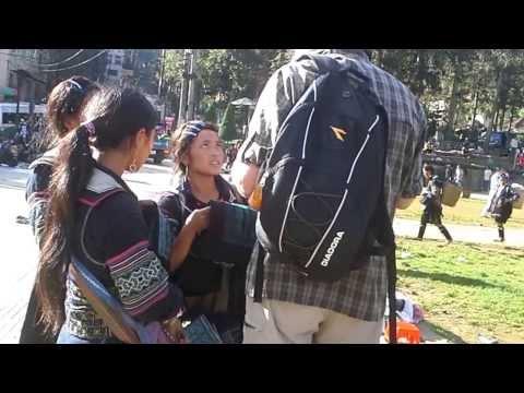 Người Mông ở Sapa nói tiếng Anh như gió