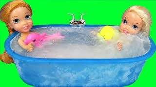 Ice bath !  Elsa \u0026 Anna toddlers ! Bubbles - Foam
