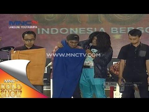 Tantangan Menahan Ketawa Sambil Minum Air - MNCTV Road Show Jogja (29/11)