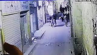 """فيديو.. حركة خاطفة حسمت مصير """"حاملة الأكياس"""" بتفجير القاهرة"""