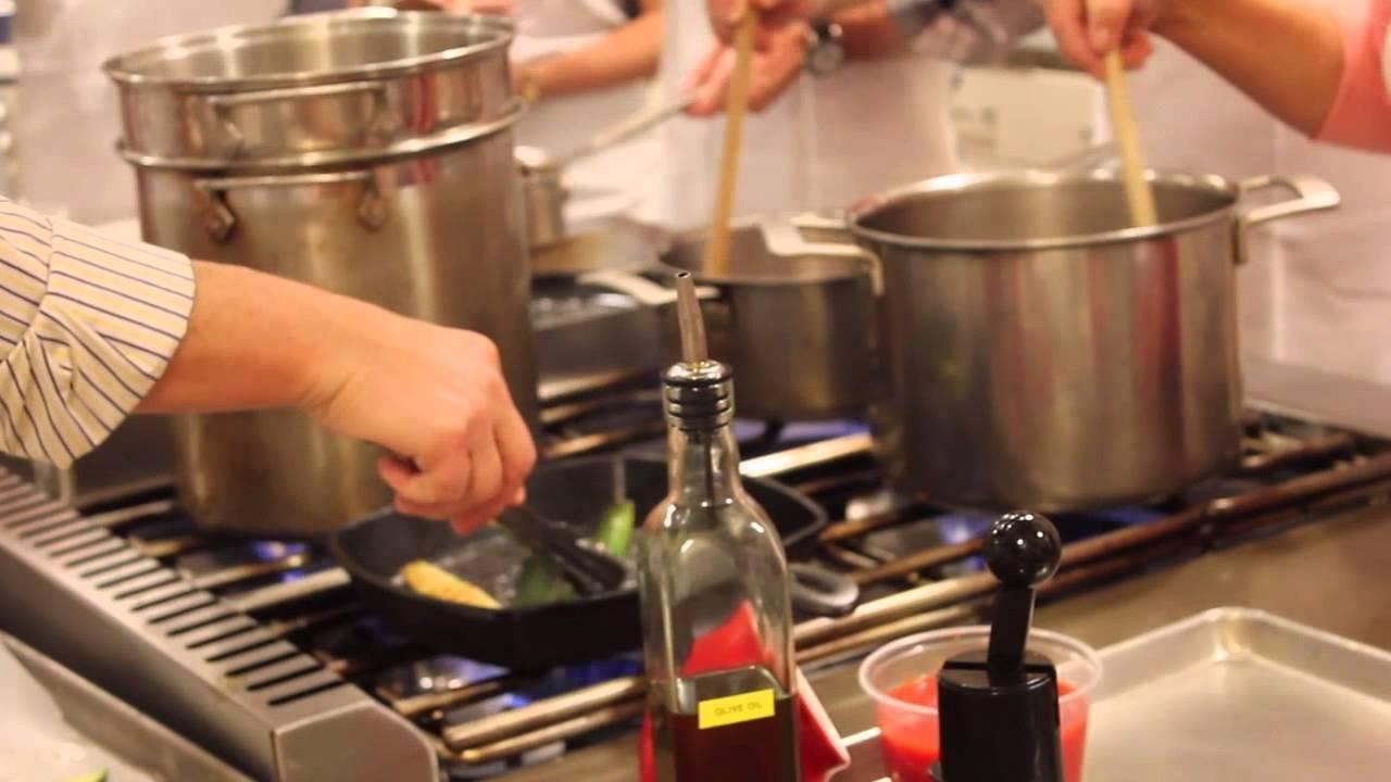 Italian cooking sur la table youtube for Sur la table 6 quart