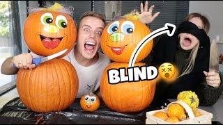 BLIND Kürbis schnitzen - BIBI vs. JULIAN 😲