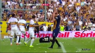 بالفيديو- بعد تواطؤ تحكيمي بالكأس.. توتر واقتحام وإيقاف في ختام الدوري الأرجنتيني